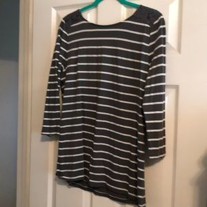 Loft dark gray striped 3/4 length tee with lace